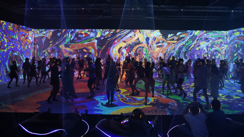 Interactive LED tunnel and projection mapping for Desigual at Sonar 2019